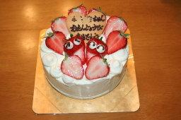 娘の1歳の誕生日を祝うために「ケーキ工房 あるもに」で購入した誕生日ケーキ