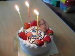 娘の3歳の誕生日を祝うために「ケーキ工房 あるもに」で購入したYes!プリキュア5のココの絵入りの誕生日ケーキ