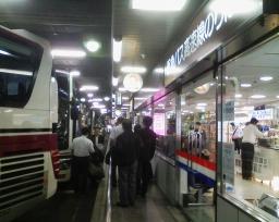 阪急三番街バスターミナル1F 高...