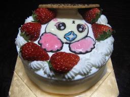 娘の4歳の誕生日を祝うために「ケーキ工房 あるもに」で購入したフレッシュプリキュア!のシフォンの絵入りの誕生日ケーキ