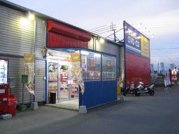 ゲオ松山余戸店の店舗入口付近