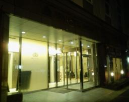 アパホテル横浜関内の玄関
