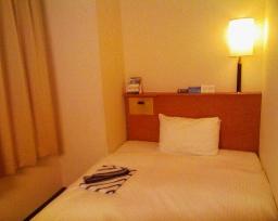 アパホテル横浜関内のベッド