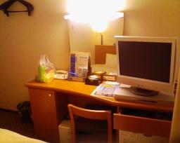 アパホテル横浜関内室内の机
