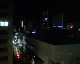 アパホテル横浜関内の室内窓から眺めた夜景