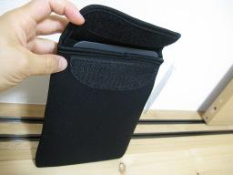 「No.13430マルチホルダーL(カラー)(輸入発売元:株式会社カリンピア/karinpia)」内に収納されたamazon Kindle