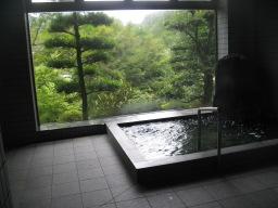 竹山荘の温泉「殿の湯」(男湯)の浴室内