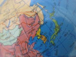 100円ショップ・シルクで購入した「No.8053 スタンド地球儀」(日本列島付近)
