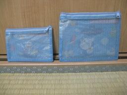 100円ショップ・シルクで購入したGo!Go!with DORAEMON!ミニメッシュバッグ(A6・B7セット)(パッケージなし)(ドラえもんの絵がない裏側……メッシュ側)